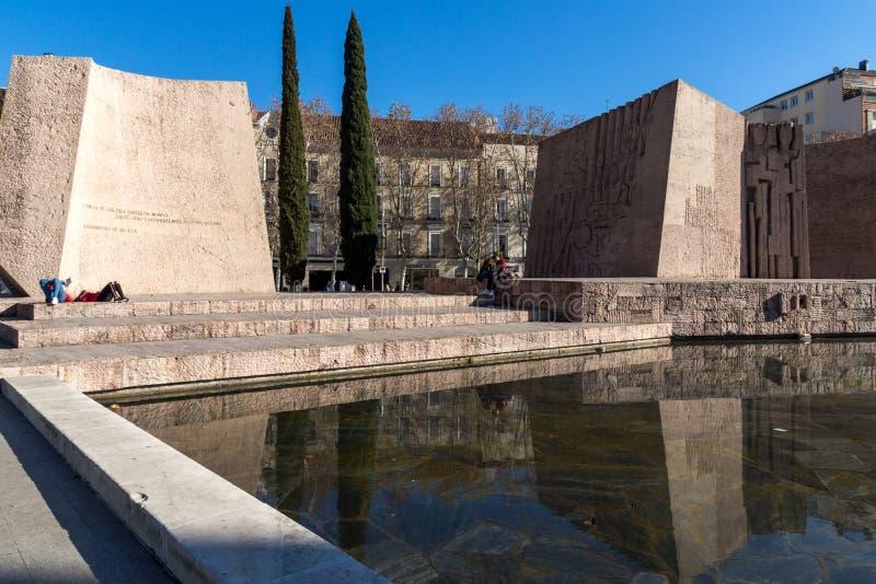 Monument till Jorge Juan och Santacilia på Plaza de Kolon i stad av Madrid, Spanien royaltyfria foton