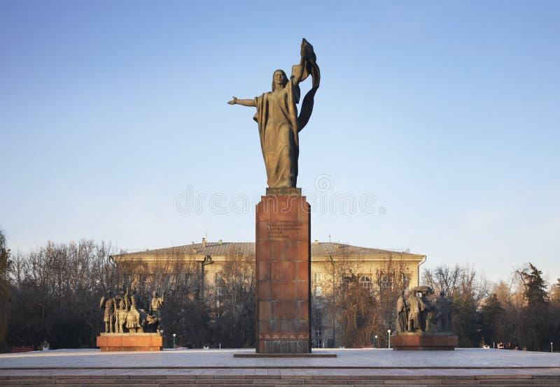 Monument till kämparna av revolutionen i Bishkek kyrgyzstan royaltyfria bilder