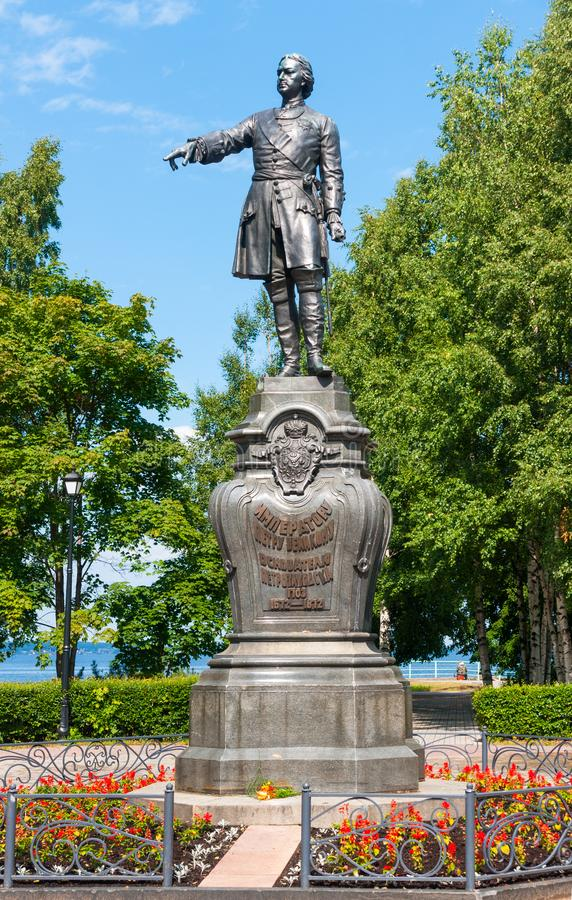 Monument till kejsaren Peter det stort, grundare av Petrozavodsk 1873, Petrozavodsk, republik av Karelia, Ryssland fotografering för bildbyråer