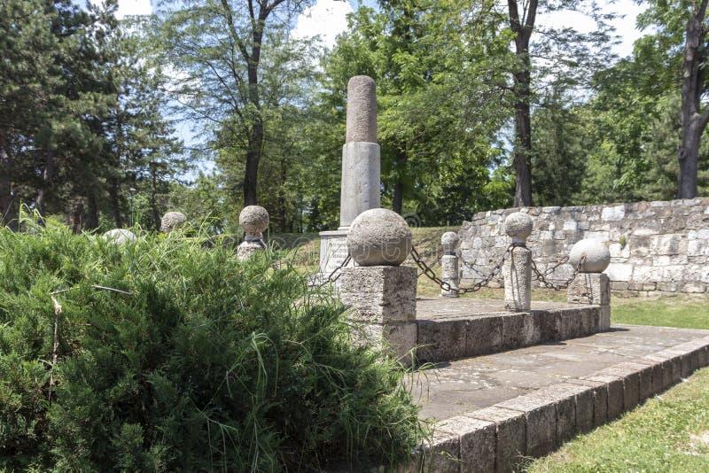 Monument till Kniaz Milan i f?stning av staden av Nis, Serbien royaltyfri foto