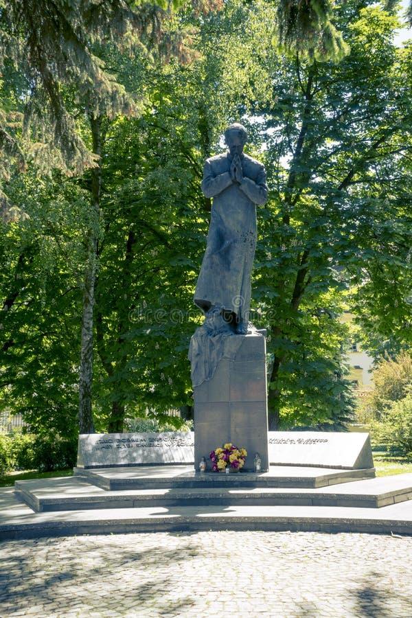 Monument till Ks Jerzy Popieluszko i Bialystok royaltyfri foto