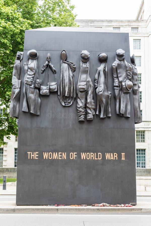 Monument till kvinnorna av världskrig II i Whitehall, London arkivbild