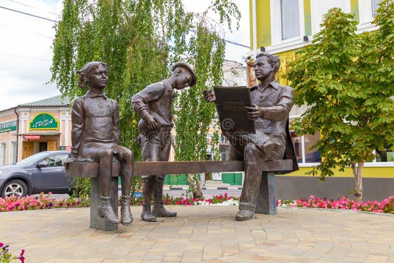 Monument till målaren Nikolai Zhukov Yelets stad royaltyfri fotografi