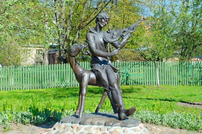 Monument till Mark Chagall i borggård av det minnes- hus-museet, Vitebsk, Vitryssland royaltyfri foto