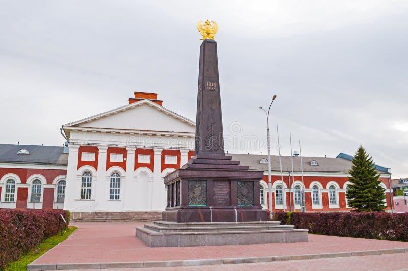 Monument till milisen i 1812 i minnet av hjältemodet av militära milis mot den Napoleon armén novgorod veliky russia royaltyfri bild