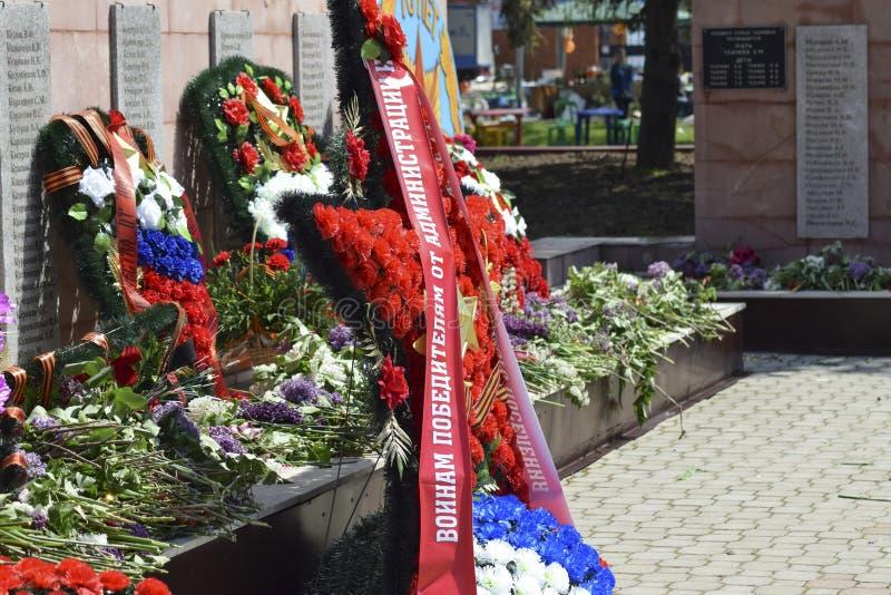 Monument till minnet av de döda krigbefriarna från den fascistiska armén evig flamma royaltyfri foto