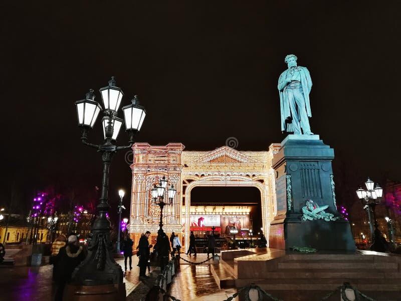 Monument till rysspoeten Alexander Pushkin på den Pushkin fyrkanten arkivfoton