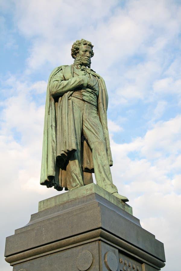 Monument till rysspoeten Alexander Pushkin på den Pushkin fyrkanten i Moskva, Ryssland royaltyfri fotografi