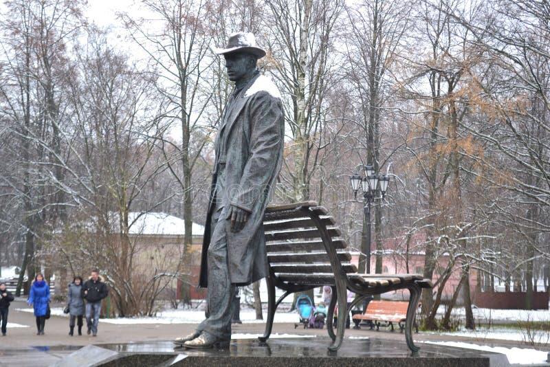 Monument till Sergey Rakhmaninov, greateryssmusiker 2009 Velikiy Novgorod stad arkivbild