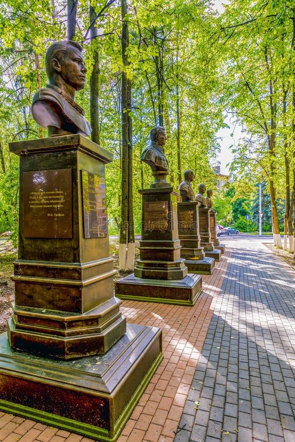 Monument till sovjetiska piloter och Gagarin i Ryssland royaltyfria bilder