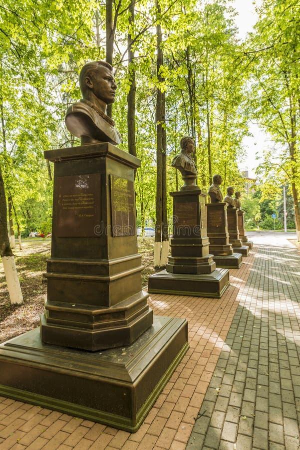 Monument till sovjetiska piloter och Gagarin i Ryssland royaltyfria foton