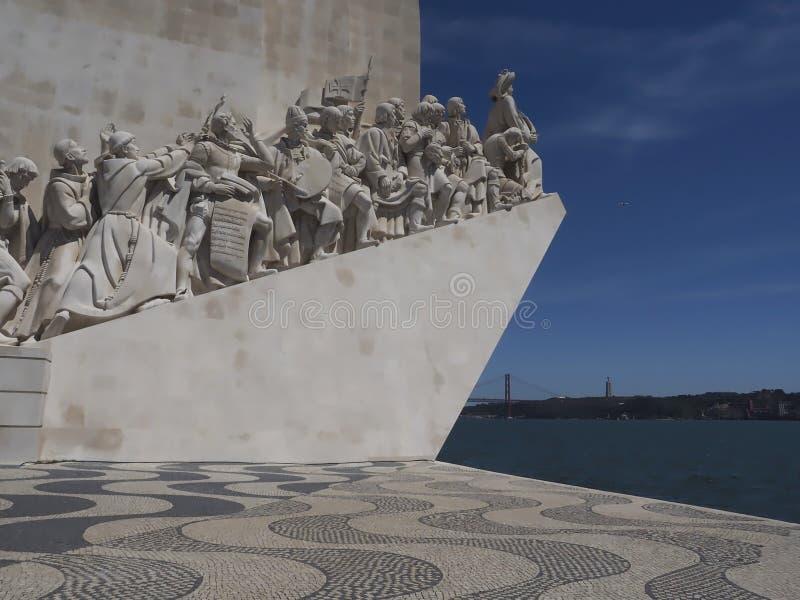 Monument till uppt?ckterna i Lissabon i Portugal arkivfoton