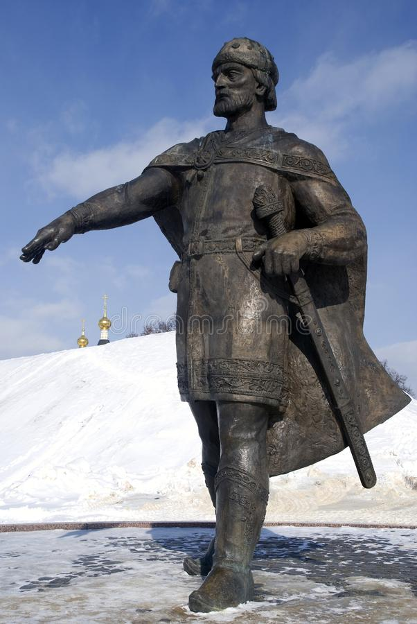 Monument till Yuri Dolgoruky Kreml i Dmitrov, forntida stad i Moskvaregion arkivbild