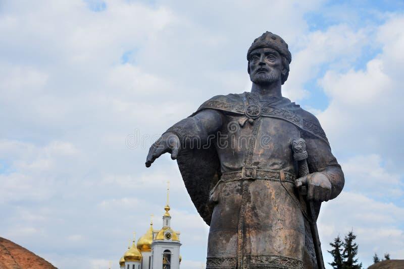 Monument till Yuri Dolgoruky Kreml i Dmitrov, forntida stad i Moskvaregion royaltyfria bilder
