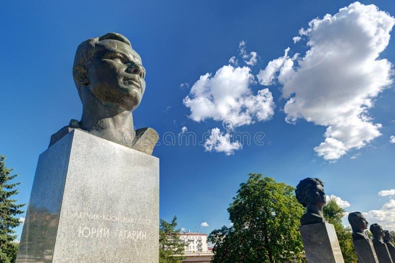 Monument till Yuri Gagarin på kosmonautgränden  arkivfoto
