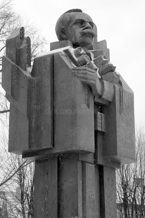 Monument till Yuriy Fedkovych i Chernivtsi, Ukraina royaltyfri fotografi