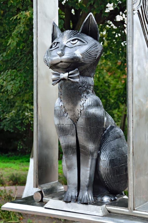 Monument till Zelenograd katter Zelenogradsk Kaliningrad oblast, R fotografering för bildbyråer