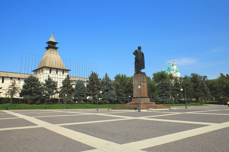Download The Monument To Lenin In Astrakhan Editorial Stock Photo - Image: 26529698