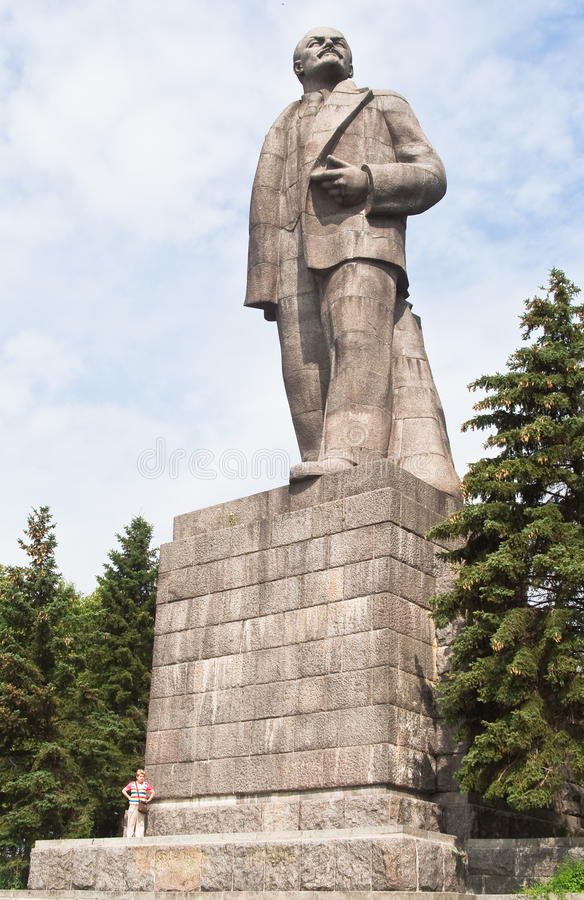 Free Monument To Lenin On The Waterfront Of The City Of Dubna. Russia Royalty Free Stock Photography - 32313757