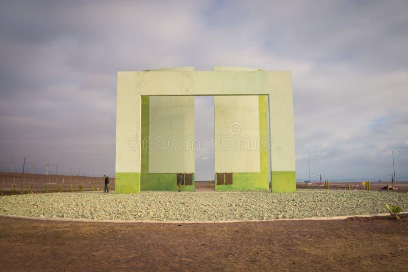 Monument tropical de Capricorne près de ville d'Antofagasta dans le nord de photographie stock libre de droits