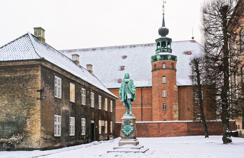 Monument und Turm in der königlichen Bibliothek in Kopenhagen im Winter lizenzfreie stockbilder