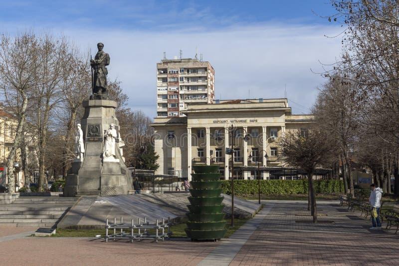 Monument van Gevallen in de oorlogen in het centrum van Stad van Haskovo, Bulgarije royalty-vrije stock foto