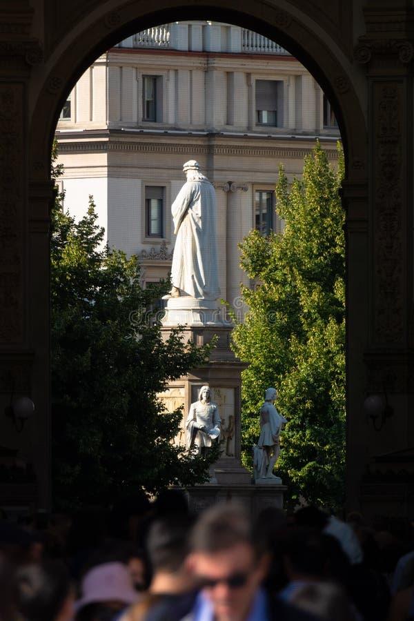Monument van Leonardo da Vinci in Milan Italy stock fotografie