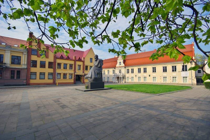 Monument van Litouwse dichter Maironis stock afbeelding