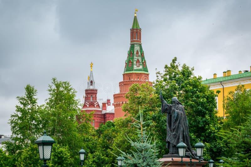 Monument van Martelaar Hermogenes in Moskou het Kremlin, Rusland royalty-vrije stock foto's