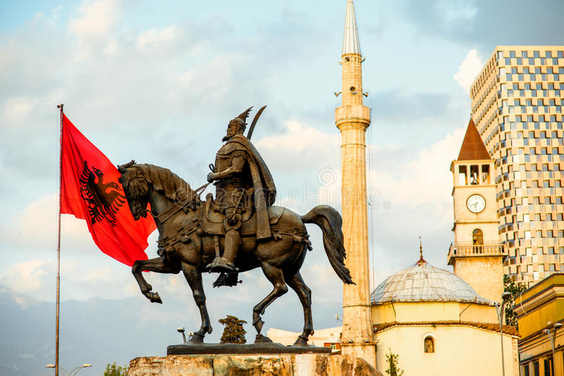 Monument van Skanderbeg in Tirana stock afbeelding