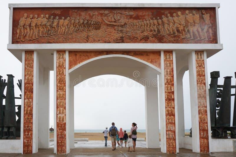 Monument van slaaf die op het strand van ouidah, benin handel drijven royalty-vrije stock foto's