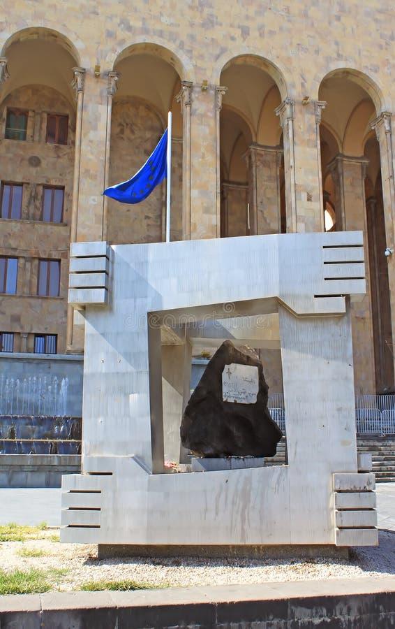 Monument van slachtoffers van 9 April, 1989 dichtbij oud Parlementsgebouw, Tbilisi, Georgië royalty-vrije stock foto's