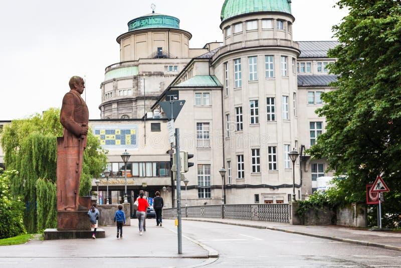 Monument von Bismarck und von Deutsches-Museum stockfoto