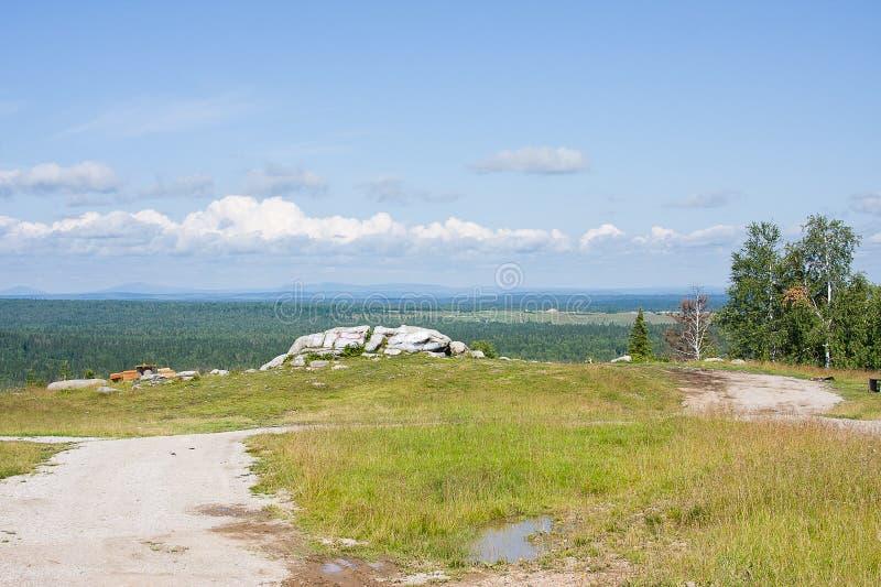 Monument von Naturweißsteinen lizenzfreie stockfotografie