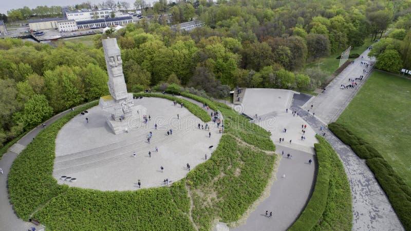 Monument Westerplatte zum Gedenken an polnische Verteidiger von einer Vogelschau lizenzfreies stockfoto