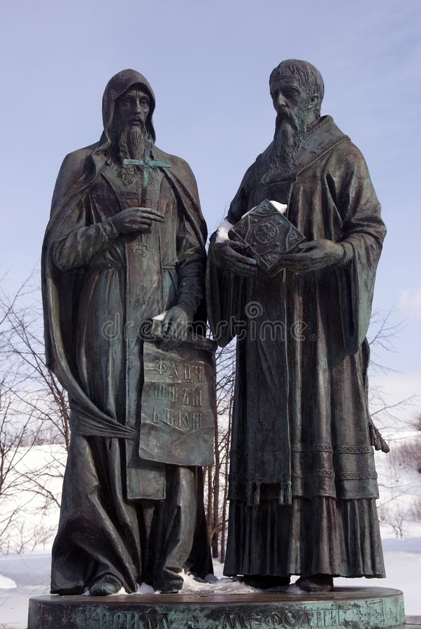 Monument zu Cyril und zu Methody Der Kreml in Dmitrov, alte Stadt in Moskau-Region stockfoto