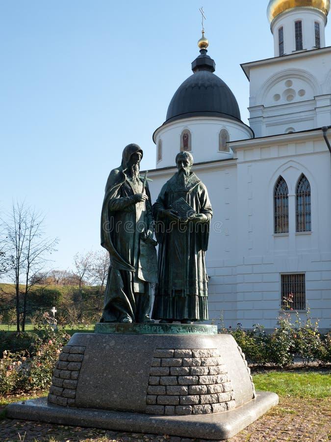 Monument zu den Gründern des slawischen Alphabetes Cyril und Methodius lizenzfreie stockbilder
