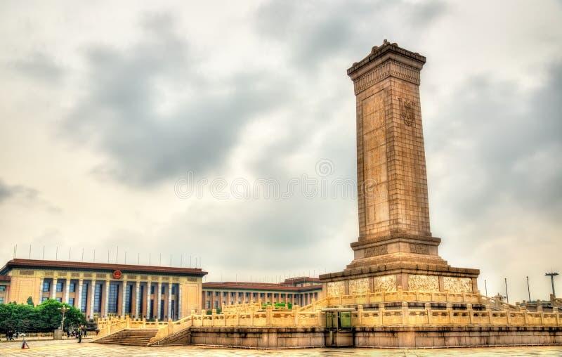 Monument zu den Helden der Leute am Tiananmen-Platz in Peking stockbilder