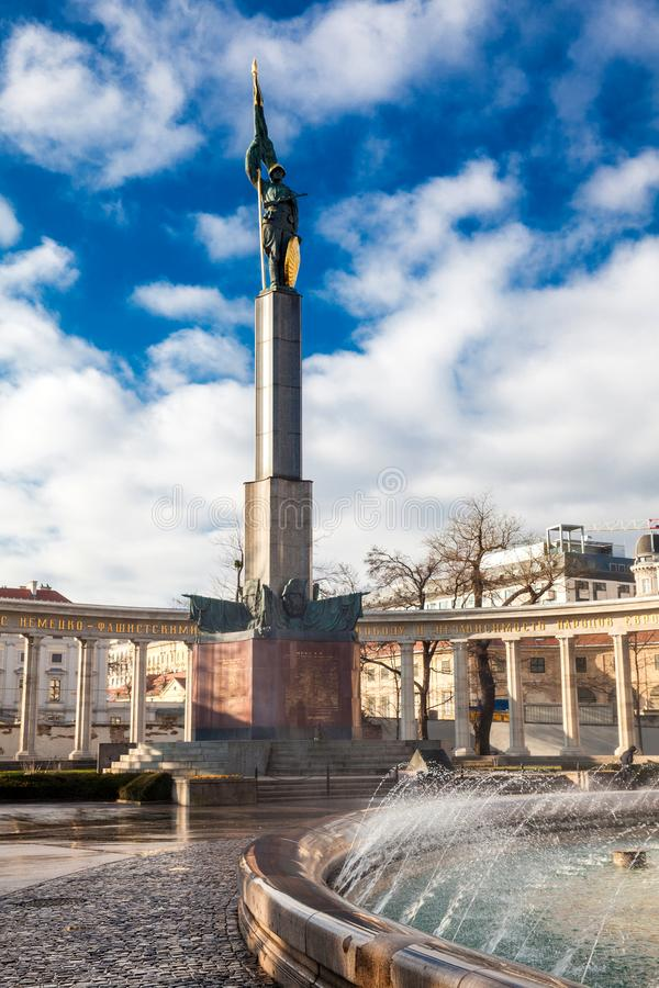Monument zu den Helden der roten Armee oder sowjetischen des Kriegs-Denkmals gelegen bei Schwarzenbergplatz in Wien stockfotografie