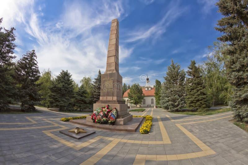 Monument zu den Helden, die ein Heldentod während der Verteidigung von Stalingrad auf Freiheitsquadrat starben lizenzfreie stockfotos