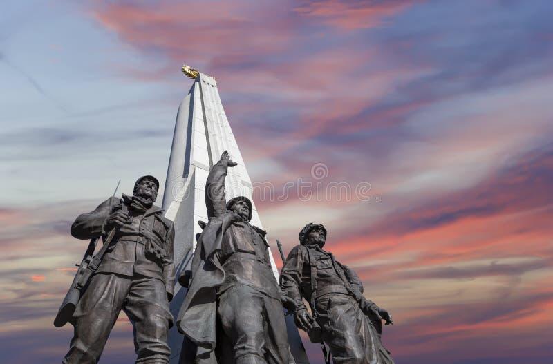 Monument zu den L?ndern von Antihitler-Koalition, Gassen-Anh?nger in Victory Park auf Poklonnaya-H?gel, Moskau, Russland stockfoto