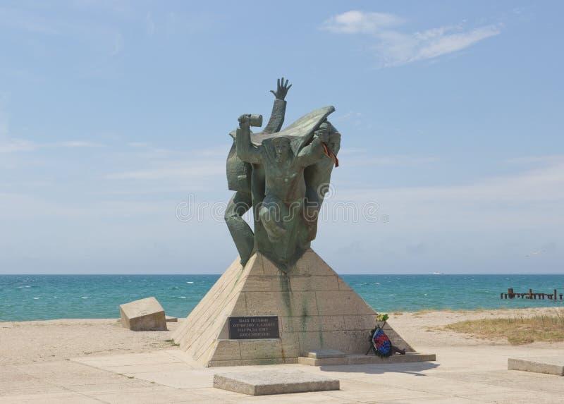 Monument zu den Marinefallschirmjägern auf der Küste Schwarzen Meers lizenzfreies stockfoto