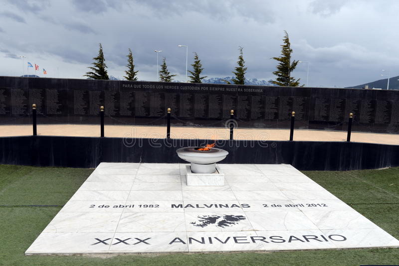 Monument zu den Soldaten gefallen während des Falkland-Krieges im Bereich von Malvinas-Inseln in Ushuaia lizenzfreie stockfotos