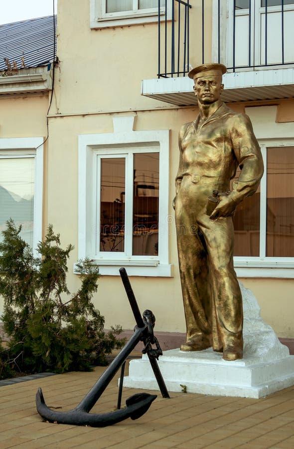 Monument zu den sowjetischen Seeleuten in der Stadt von Yeisk, Krasnodar-Gebiet, Russische Föderation, am 18. September 2014 lizenzfreies stockbild
