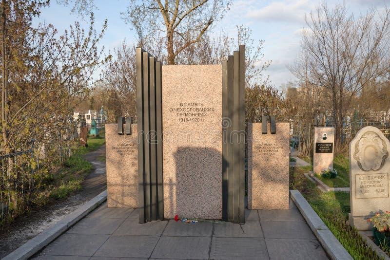 Monument zu den tschechoslowakischen Legionnären am Dreiheits-Kirchhof von Krasnojarsk-Stadt stockfoto