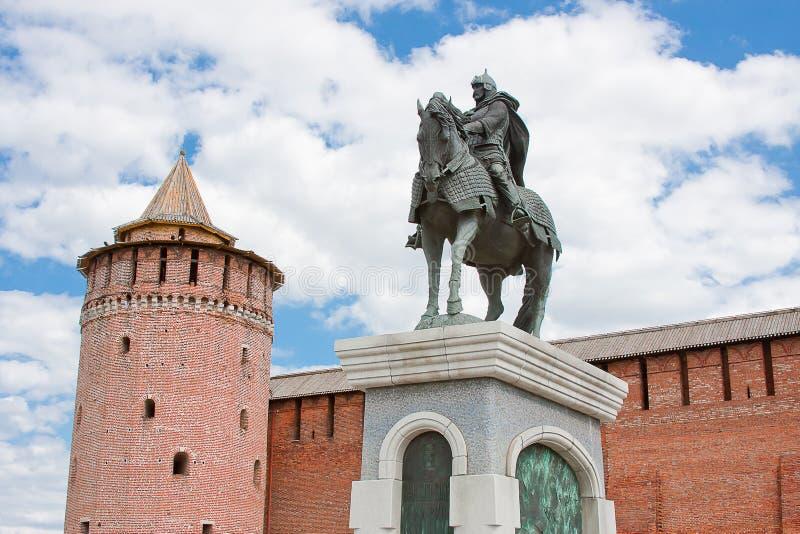 Monument zu Dmitry Don an der der Kreml-Wand, Stadt Kolomna lizenzfreie stockfotografie
