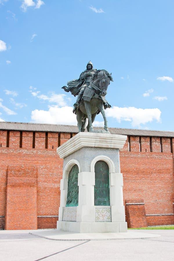 Monument zu Dmitry Don an der der Kreml-Wand, Stadt Kolomna stockbilder