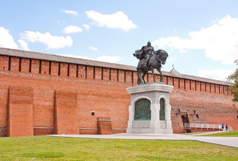 Monument zu Dmitry Don an der der Kreml-Wand, Stadt Kolomna stockfotografie