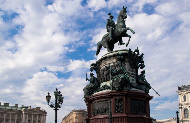 Monument zu Nikolaus I. auf ` s St. Isaac Quadrat lizenzfreies stockbild