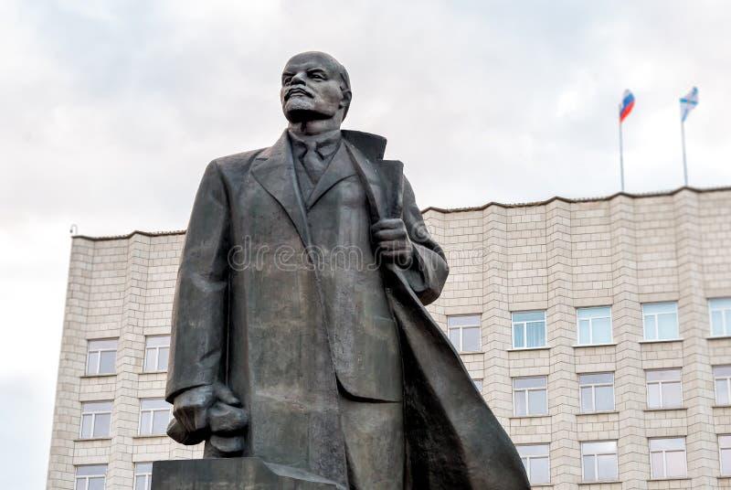Monument zu Vladimir Lenin auf dem Lenin-Quadrat in Arkhangelsk, Russland lizenzfreies stockbild